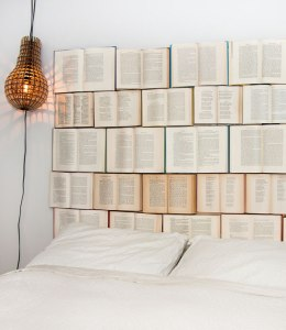 DIY-headboard-using-books