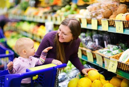 mom-with-toddler-supermarket-horiz